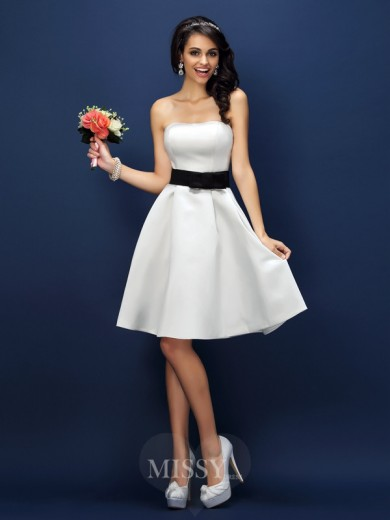 A-Line/Princess Strapless Sleeveless Sash/Ribbon/Belt Knee-Length Satin Bridesmaid Dresses