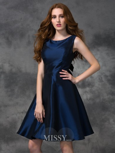 A-line/Princess Sleeveless Scoop Knee-length Taffeta Bridesmaid Dresses