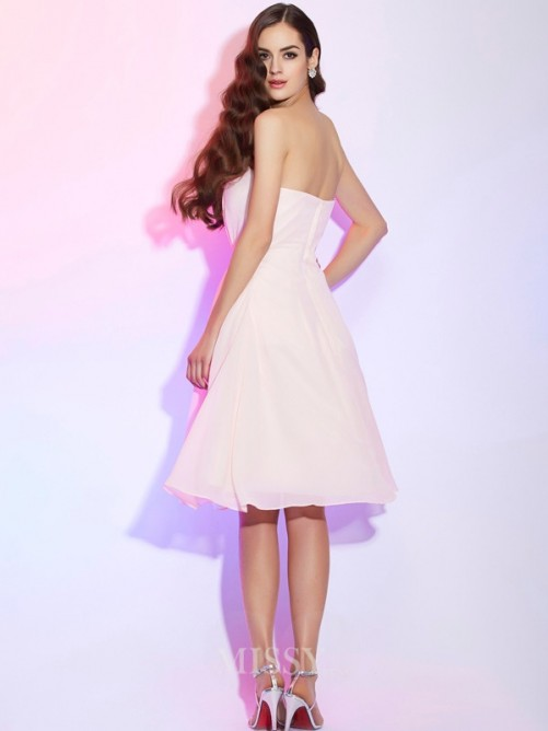 Sheath Strapless Sleeveless Ruched Knee-Length Chiffon Bridesmaid Dress