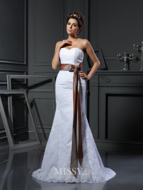 Sheath/Column Sleeveless Sweetheart Applique Net Court Train Wedding Dresses