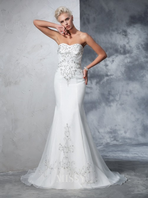 Trumpet/Mermaid Sleeveless Sweetheart Satin Beading Court Train Wedding Gown