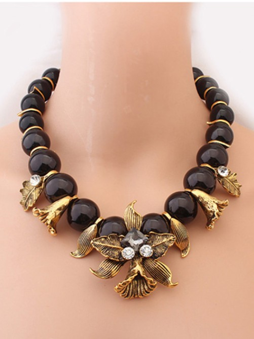 Occident Hyperbolic Metallic Personality Morning glory Necklace