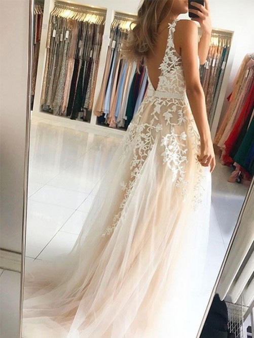 A-Line/Princess V-neck Sleeveless Sweep/Brush Train Applique Tulle Dress