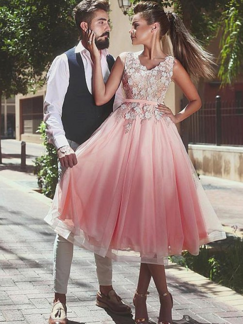 A-Line/Princess Lace V-neck Sleeveless Tea-Length Tulle Dresses