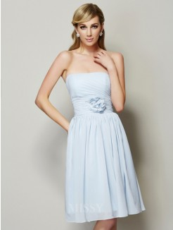 A-Line Strapless Sleeveless Hand-Made Flower Knee-Length Chiffon Bridesmaid Dress