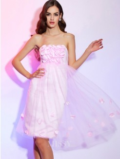 A-Line Strapless Sleeveless Hand-Made Flower Satin Knee-Length Dress