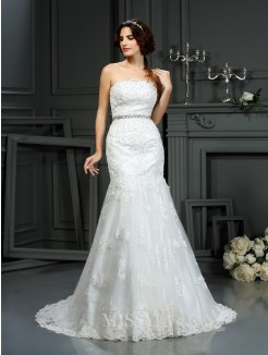 Trumpet/Mermaid Sleeveless Strapless Court Train Beading Lace Wedding Dress