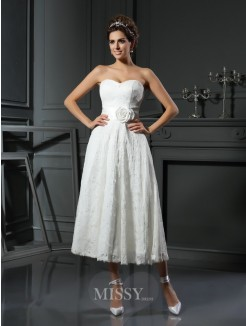 A-Line/Princess Sleeveless Sweetheart Lace Tea-Length Hand-Made Flower Wedding Dresses
