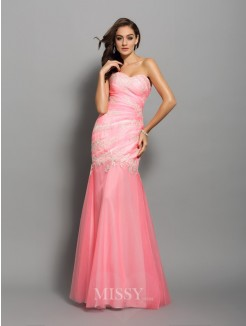 Trumpet/Mermaid Sleeveless Sweetheart Elastic Woven Satin Short/Mini Applique Beading Dresses