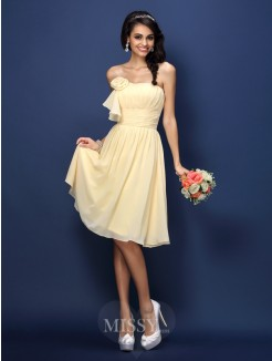 A-Line/Princess Strapless Sleeveless Pleats Hand-Made Flower Knee-Length Chiffon Bridesmaid Dresses