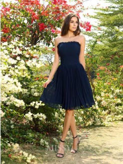A-Line/Princess Strapless Chiffon Sleeveless Pleats Knee-Length Bridesmaid Dresses