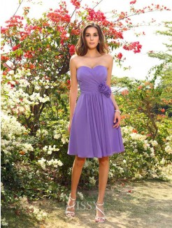 A-Line/Princess Sleeveless Hand-Made Flower Chiffon Sweetheart Knee-Length Bridesmaid Dresses