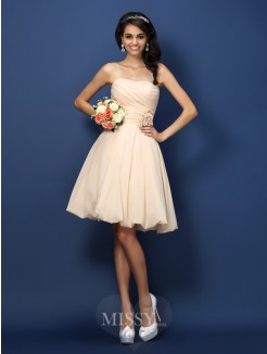 A-Line/Princess Strapless Sleeveless Hand-Made Flower Knee-Length Chiffon Bridesmaid Dresses