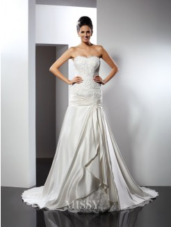 Trumpet/Mermaid Sleeveless Sweetheart Applique Chapel Train Satin Wedding Dresses