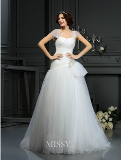 A-Line/Princess Sleeveless Sweetheart Court Train Beading Organza Wedding Dress