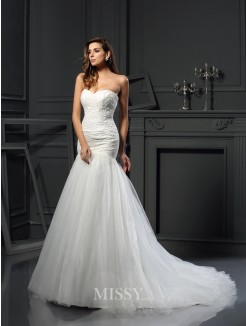 Trumpet/Mermaid Sleeveless Sweetheart Tulle Chapel Train Applique Wedding Dress