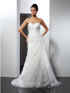 A-Line/Princess Sleeveless Sweetheart Applique Court Train Organza Wedding Dress