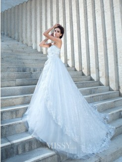Ball Gown Sleeveless Sweetheart Lace Chapel Train Beading Wedding Dresses