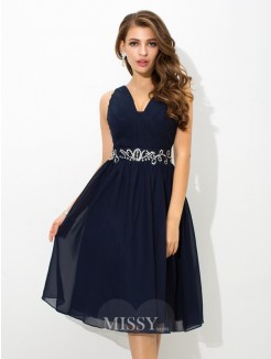 A-Line/Princess Sleeveless Straps Beading Knee-Length Chiffon Cocktail Dress