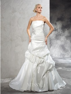 Sheath/Column Strapless Sleeveless Pleats Court Train Satin Wedding Dresses