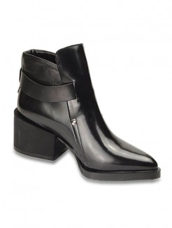 Black Cattlehide Leather Pointed Toe Boots