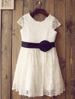 A-line/Princess Scoop Short Sleeves Hand-Made Flower Floor-length Lace Dresses