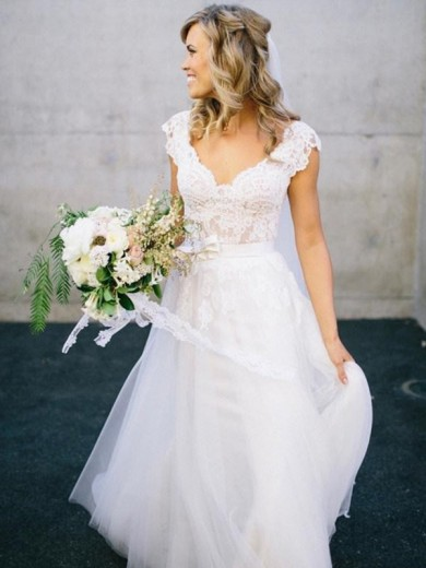 Princess V-neck Floor-Length Sleeveless Lace Tulle Wedding Gowns