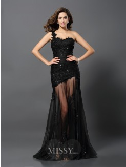 Sheath/Column Sleeveless One-Shoulder Lace Sweep/Brush Train Applique Dresses