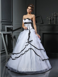 Ball Gown Sleeveless Sweetheart Satin Floor-Length Applique Wedding Dress