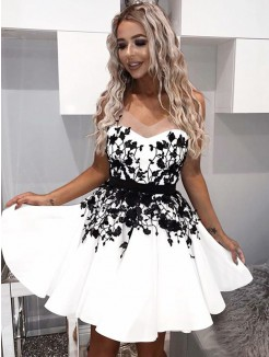 A-Line/Princess Sweetheart Satin Applique Sleeveless Short/Mini Dresses
