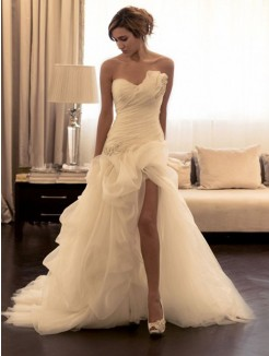 Ball Gown Organza Beading Sweetheart Sleeveless Sweep/Brush Train Wedding Dress